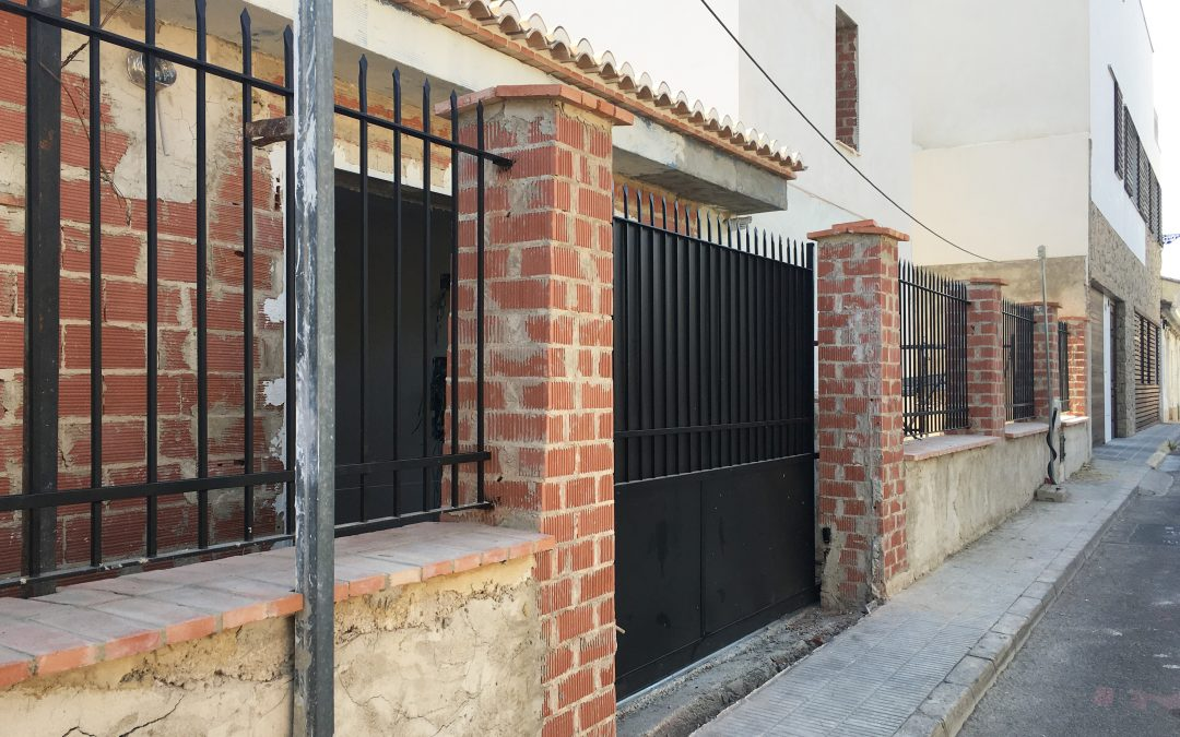VIVIENDA PLAZA ESPAÑA | Vallado exterior